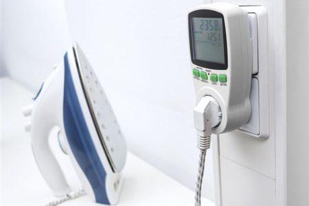Come controllare i consumi elettrici e risparmiare sulla bolletta?