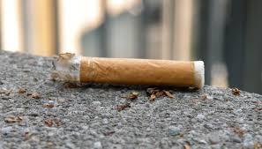 A Bruxelles 200 euro di multa a chi butta un mozzicone di sigaretta per terra