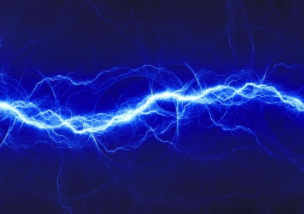 Quali sono le differenze tra tensione e corrente elettrica?