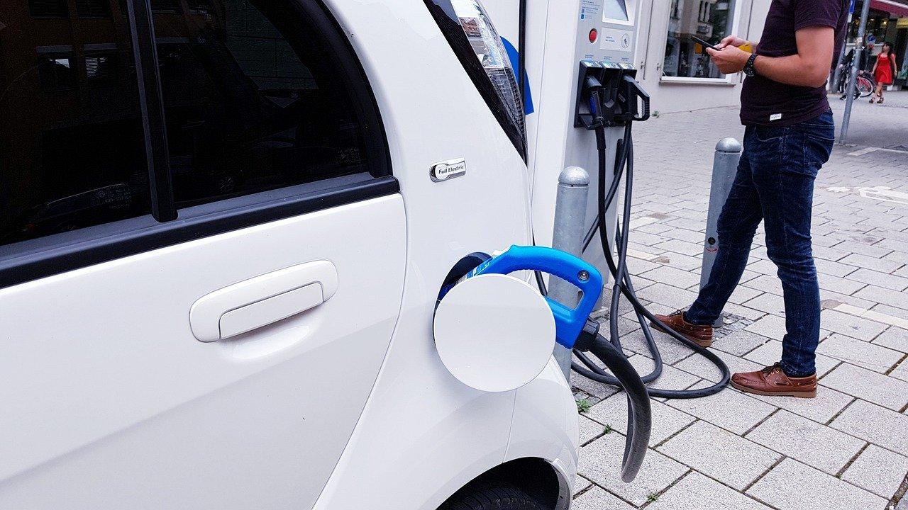 Quali sono gli incentivi per passare a un'auto elettrica?