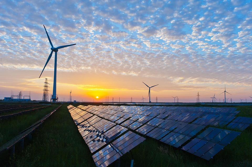 Emirati Arabi (Asia) ed energie rinnovabili: 163 miliardi di dollari di investimento